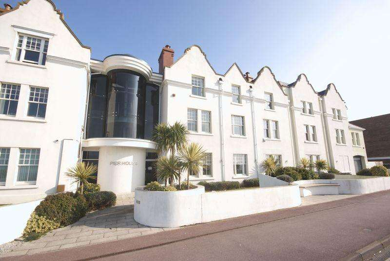 3 Bedrooms Apartment Flat for sale in Marine Parade East, Lee-On-The-Solent