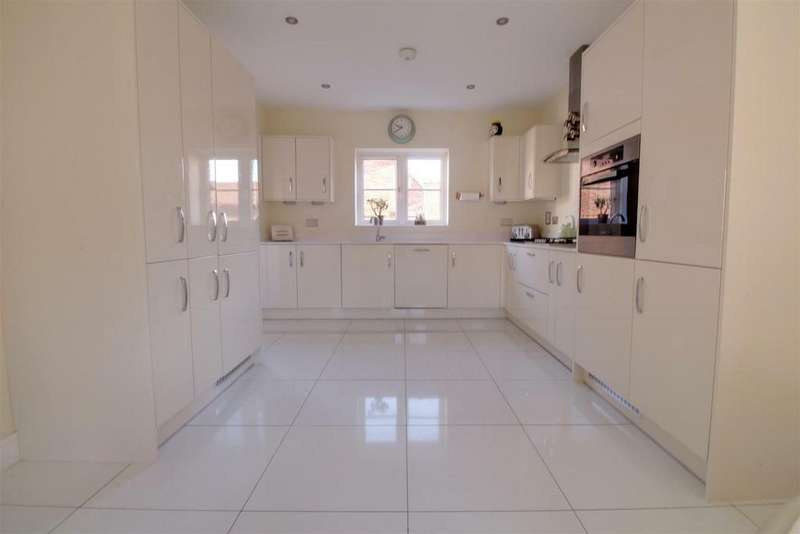 5 Bedrooms Detached House for sale in Hodgson Way, Gilston, Harlow