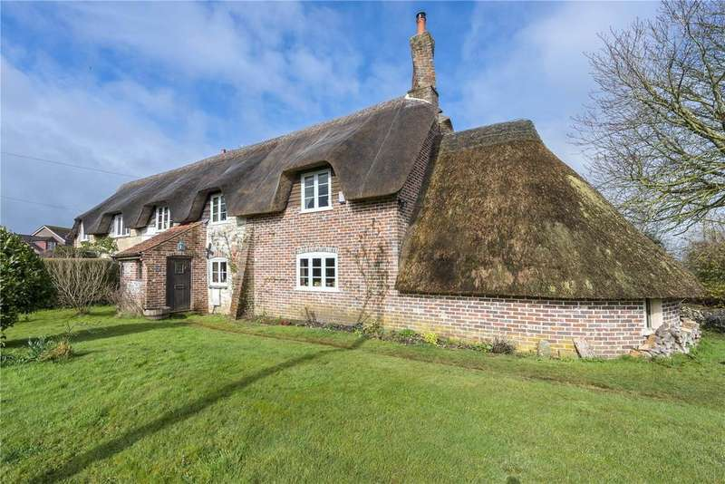 2 Bedrooms Semi Detached House for sale in Rivers Corner, Sturminster Newton, Dorset