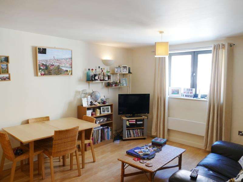 2 Bedrooms Apartment Flat for sale in VELOCITY NORTH, 3 CITY WALK, LEEDS, LS11 9BE