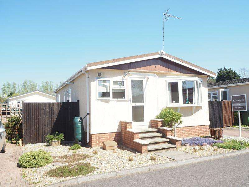 3 Bedrooms Park Home Mobile Home for sale in 3 Bedroom Park Home, Langley.