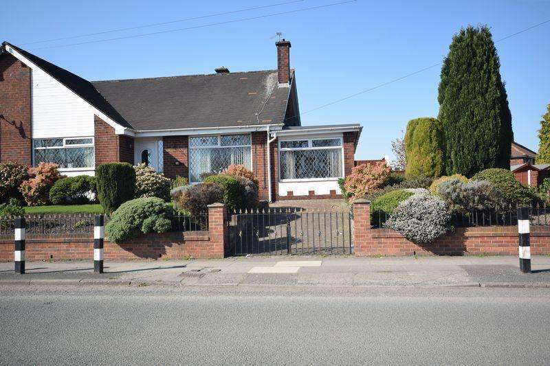 2 Bedrooms Semi Detached Bungalow for sale in Moston Lane, Manchester