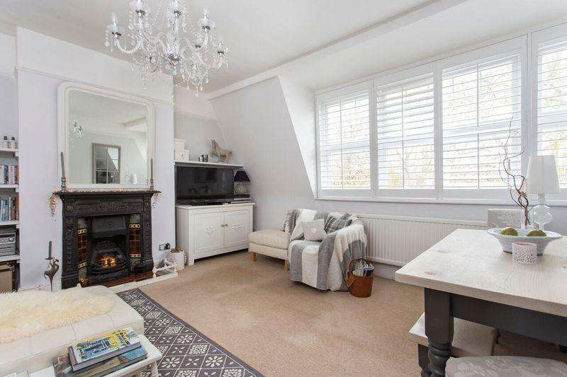 2 Bedrooms Apartment Flat for sale in Priory Road, London, N8