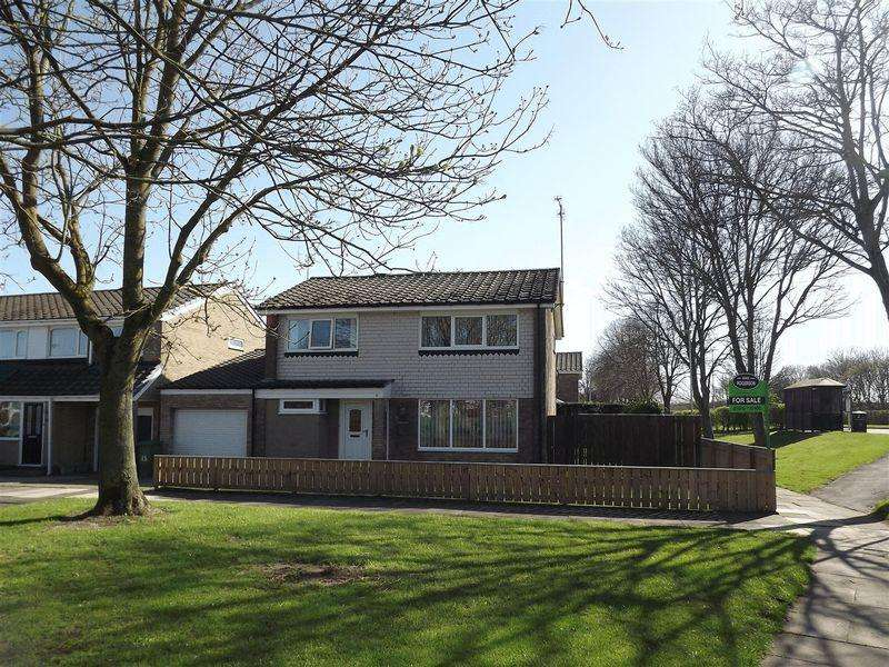 4 Bedrooms Detached House for sale in Glenmuir Avenue, Cramlington