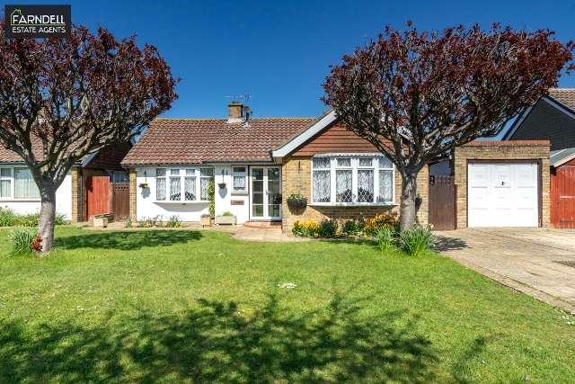 3 Bedrooms Detached Bungalow for sale in Buckland Drive, Nyetimber, Bognor Regis, West Sussex. PO21 3LJ