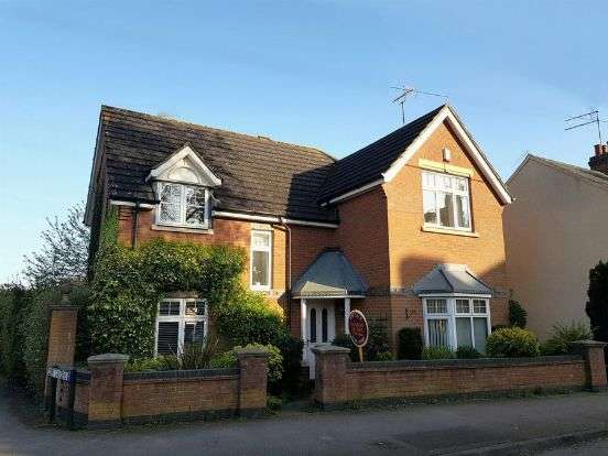4 Bedrooms Detached House for sale in Upper High Street, Harpole, Northampton NN7 4DJ