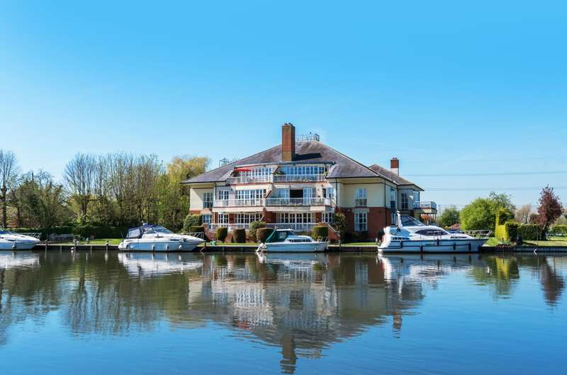 3 Bedrooms Penthouse Flat for sale in Chertsey