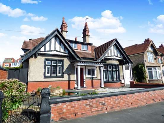 5 Bedrooms Detached House for sale in Reads Avenue, Blackpool, Lancashire, FY1 4HZ