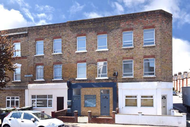 3 Bedrooms Flat for sale in Bovill Road SE23