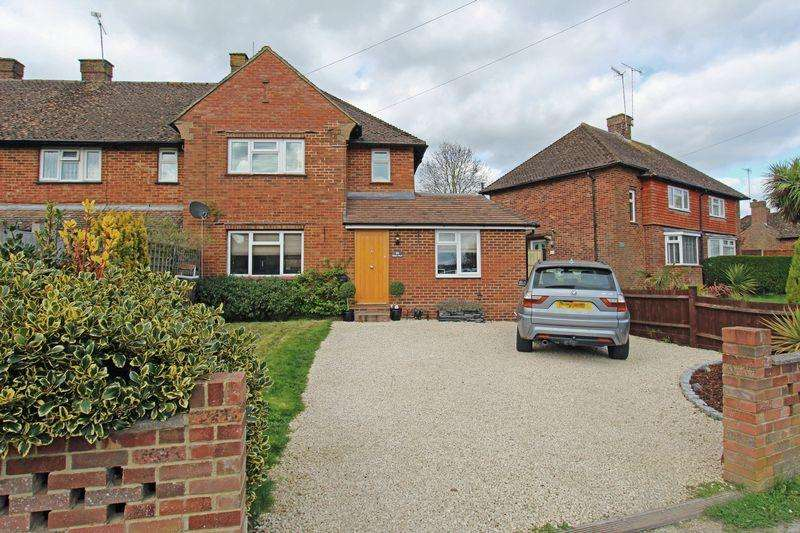 3 Bedrooms Semi Detached House for sale in Bakers Mead, Godstone