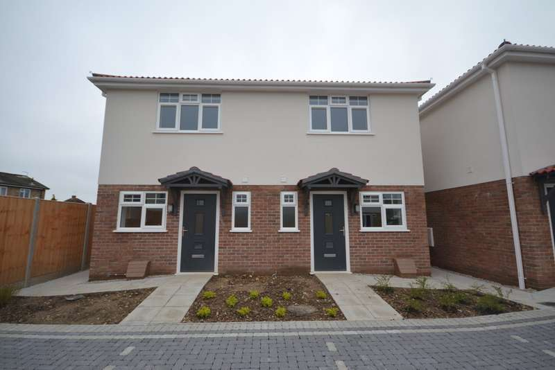 2 Bedrooms Semi Detached House for sale in North Avenue, Bournemouth BH10