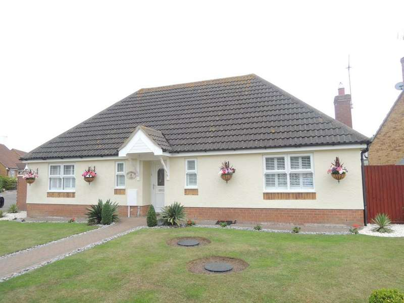 3 Bedrooms Detached Bungalow for sale in Freshwater Lane, Clacton-on-Sea