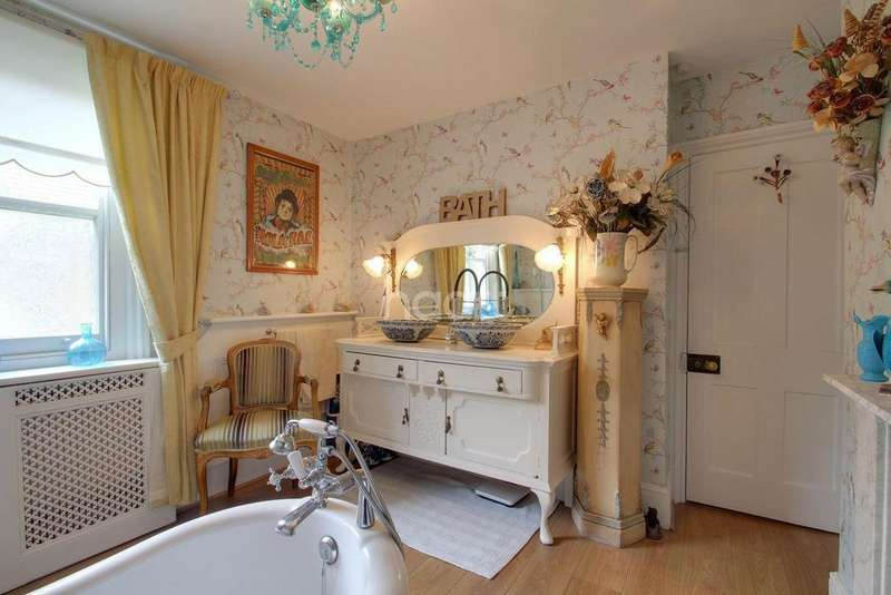 5 Bedrooms Semi Detached House for sale in Wrotham Road, Broadstairs, CT10