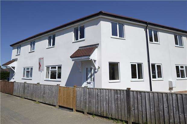 3 Bedrooms Terraced House for sale in Ermin Park, Brockworth, Gloucester, GL3 4DD