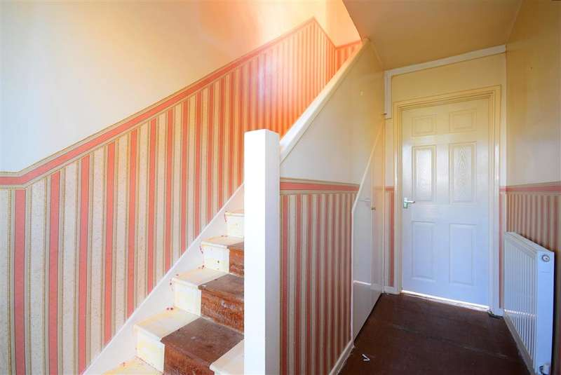 2 Bedrooms Ground Maisonette Flat for sale in Victor Approach, , Hornchurch, Essex