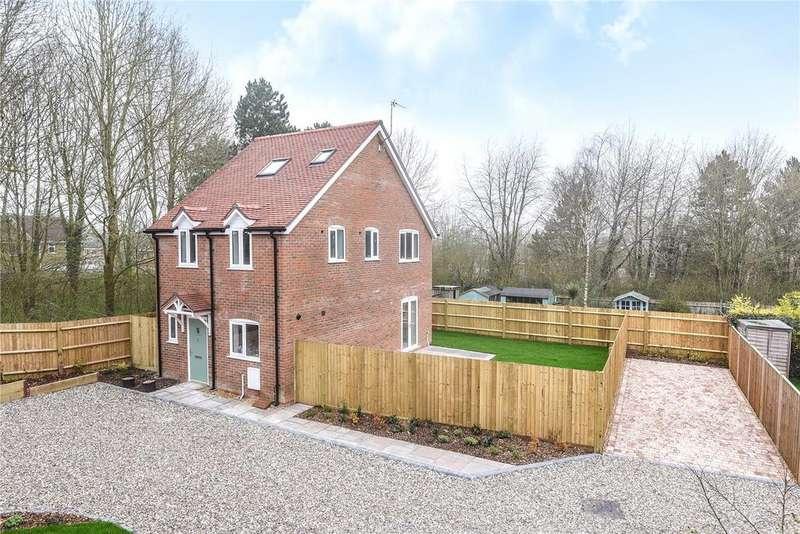 3 Bedrooms Detached House for sale in Hatch Warren Cottages, Hatch Warren Lane, Basingstoke, RG22