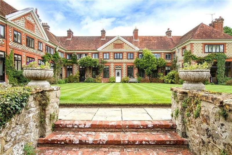 5 Bedrooms House for sale in Bramshott Court, Tunbridge Lane, Liphook, Hampshire, GU30