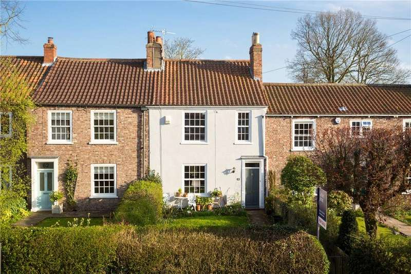 3 Bedrooms Terraced House for sale in Heworth Village, York, YO31