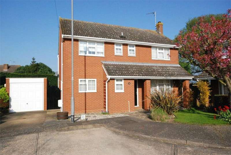 4 Bedrooms Detached House for sale in St Fabians Drive, Chelmsford, Essex