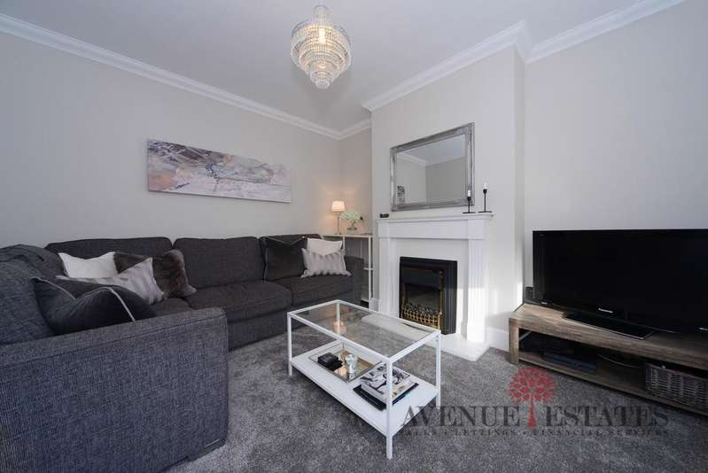 3 Bedrooms Semi Detached House for sale in Glenville Road BH10