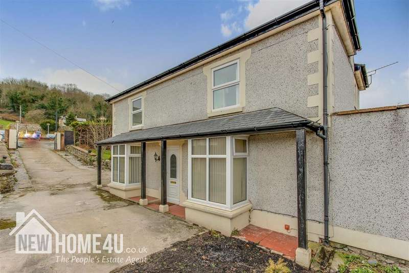 4 Bedrooms Detached House for sale in Holway Road, Holywell