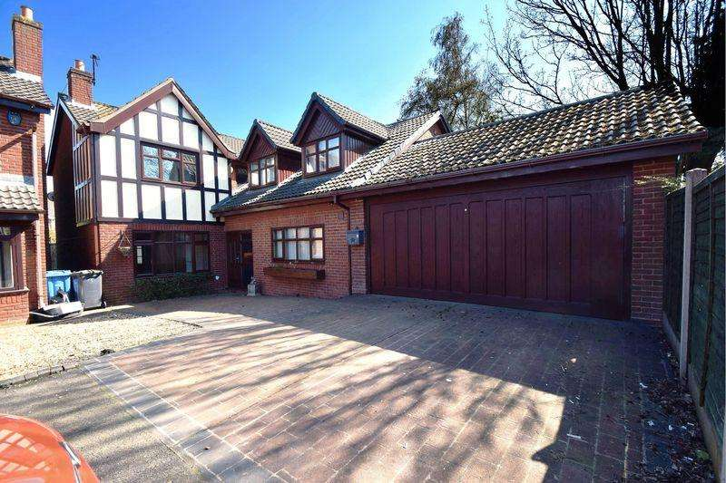 5 Bedrooms Detached House for sale in Forest Way, Great Wyrley, Staffordshire