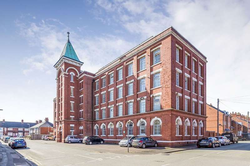 2 Bedrooms Flat for sale in Waterloo Street, Leek, ST13