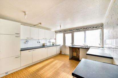 5 Bedrooms Terraced House for sale in Conniburrow Boulevard, Conniburrow, Milton Keynes, Buckinghamshire