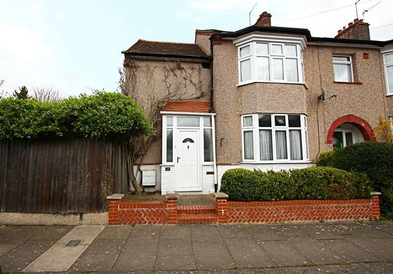 3 Bedrooms Property for sale in Cedar Park Road, Enfield