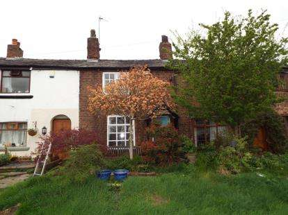 2 Bedrooms Terraced House for sale in Pleasant View, Manchester, Greater Manchester