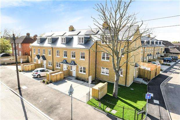 4 Bedrooms End Of Terrace House for sale in Pilgrim Close, MORDEN, Surrey, SM4 6QA