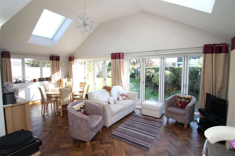 2 Bedrooms Detached Bungalow for sale in Vermont Drive, East Preston, West Sussex, BN16