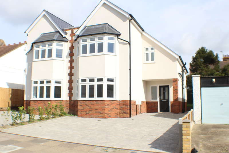 3 Bedrooms Semi Detached House for sale in York Road, Southchurch