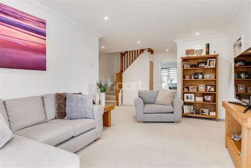 4 Bedrooms Detached House for rent in Winchcombe Road, Twyford