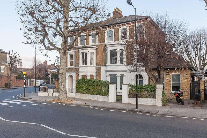 2 Bedrooms Flat for sale in Highlever Road, London