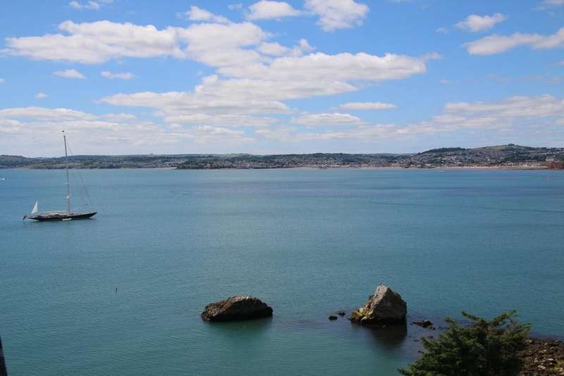 3 Bedrooms Apartment Flat for sale in Imperial Court, Torquay, TQ1