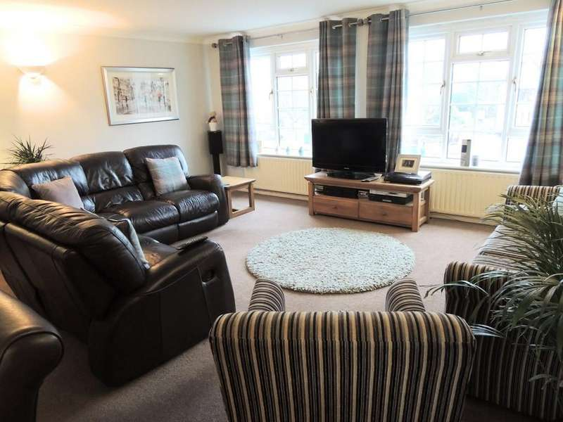 2 Bedrooms Apartment Flat for sale in Stratford Road, Hockley Heath