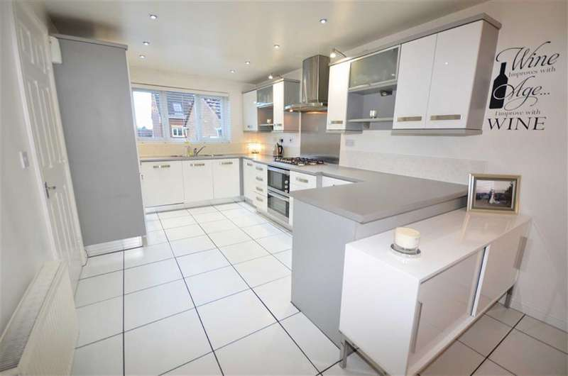 4 Bedrooms Property for sale in Foxglove Fold, Castleford, WF10