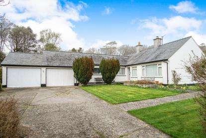 3 Bedrooms Bungalow for sale in Muriau Estate, Criccieth, Gwynedd, ., LL52