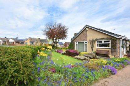 2 Bedrooms Bungalow for sale in Lansdowne Crescent, Swinton, Mexborough, South Yorkshire