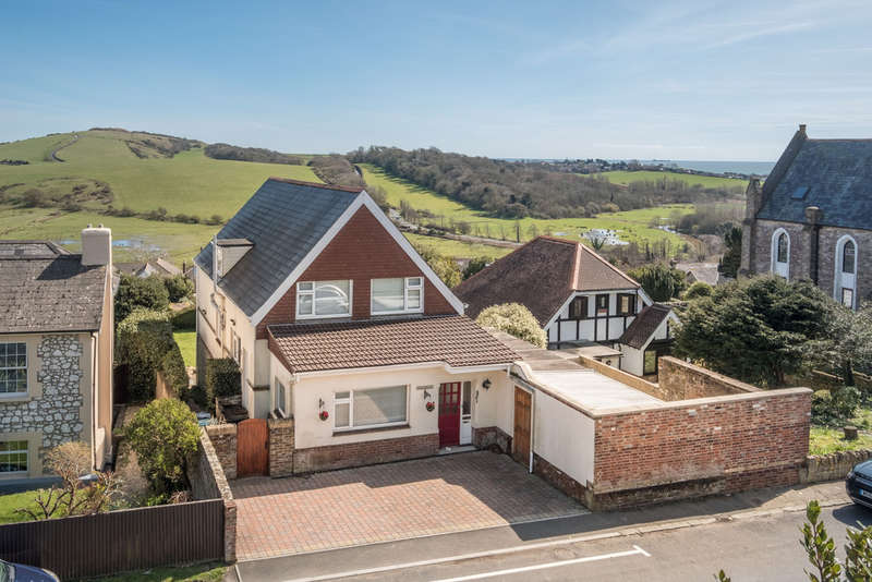 6 Bedrooms Detached House for sale in The Mall, Brading
