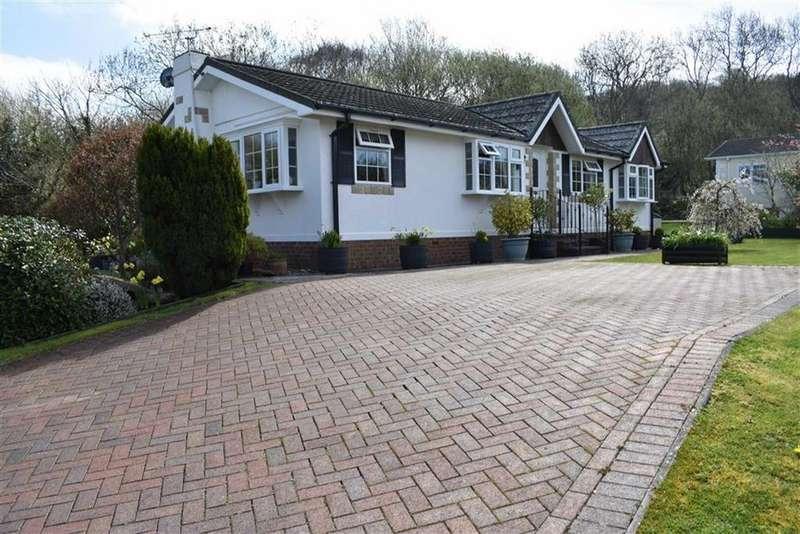 2 Bedrooms Detached Bungalow for sale in Schooner Park, New Quay, Ceredigion