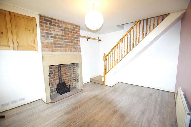2 Bedrooms Terraced House for rent in Cross Street, Greetland, Halifax