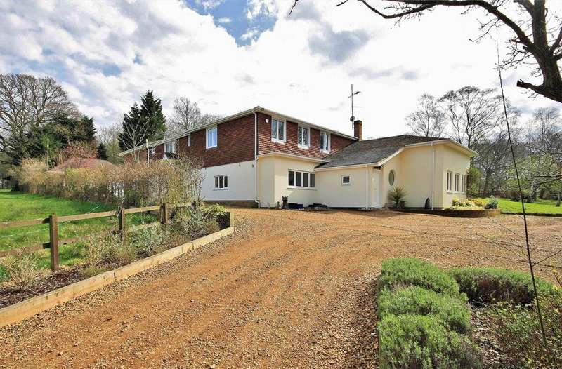 6 Bedrooms Detached House for sale in Forest Lane, Hightown Hill, Ringwood, BH24