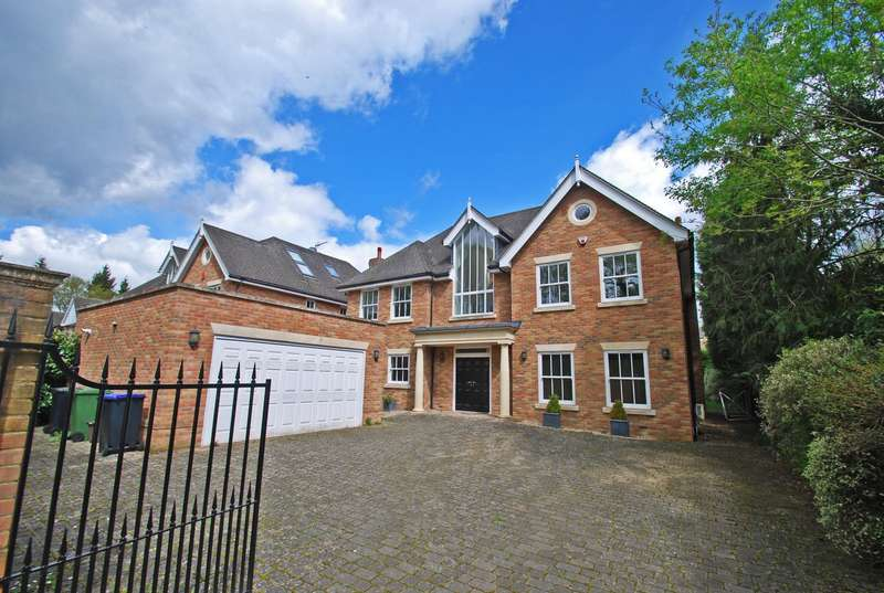 5 Bedrooms Detached House for sale in Barn Close, Farnham Common, SL2
