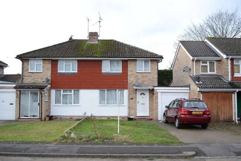 3 Bedrooms Semi Detached House for sale in Quentin Road, Woodley