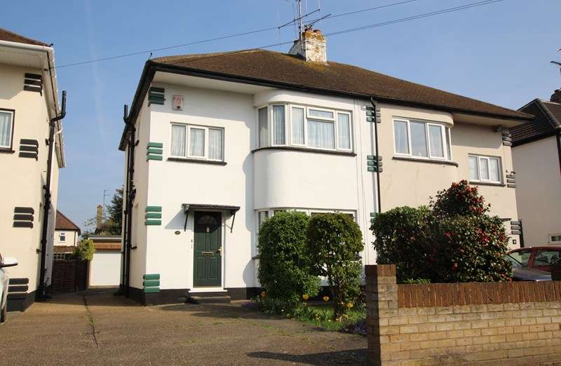 3 Bedrooms Semi Detached House for sale in Beverley Gardens, Southend-On-Sea