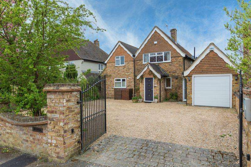 4 Bedrooms Detached House for sale in Mayflower Way, Farnham Common, Buckinghamshire SL2