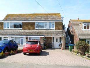 3 Bedrooms Semi Detached House for sale in Fairlight Avenue, Telscombe Cliffs, Peacehaven, East Sussex