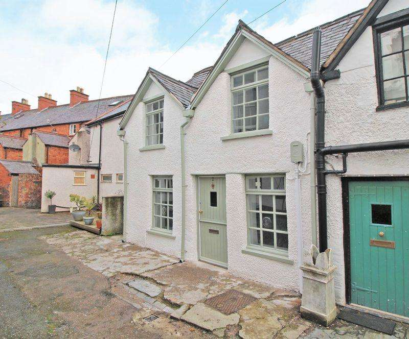 2 Bedrooms End Of Terrace House for sale in Chapel Street Square, Llangollen